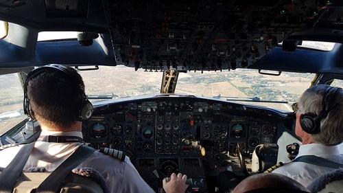 B727-cockpit.jpg