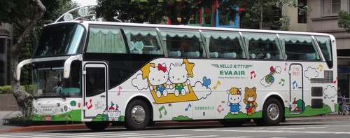 Hello_kitty_bus.jpg