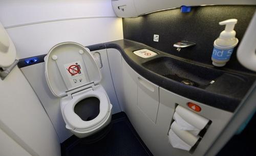 airplane_toilet.JPG