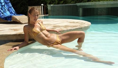 wow_bikini_14.jpg