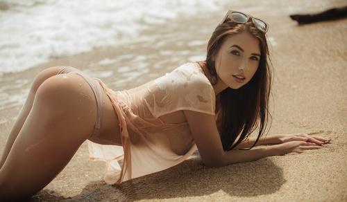 wow_bikini_2.jpg