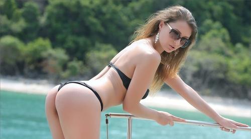 wow_bikini_62.jpg
